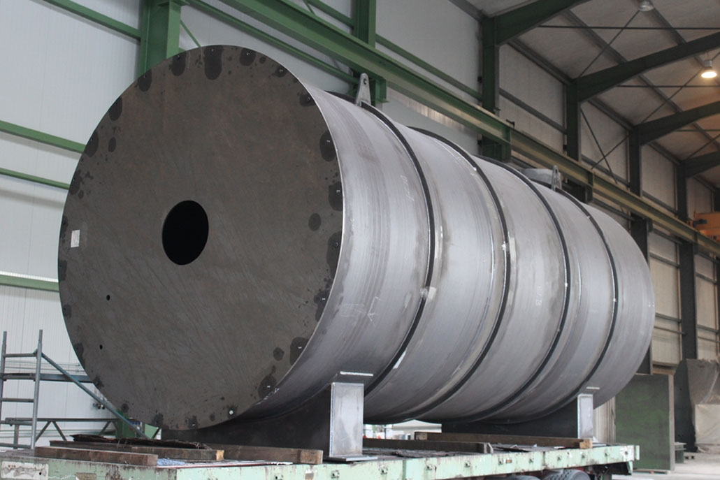 Container shell for heater made of construction steel