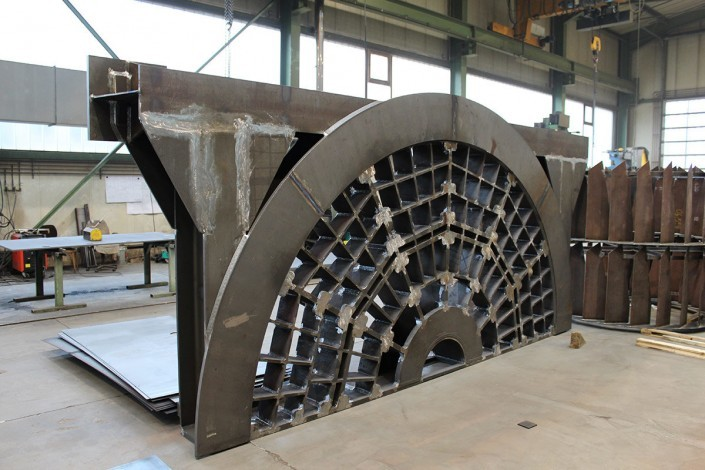 Grinding plate for pan grinder