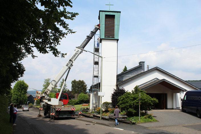 Demontage des Kirch-Glockenstuhls in Friedewald