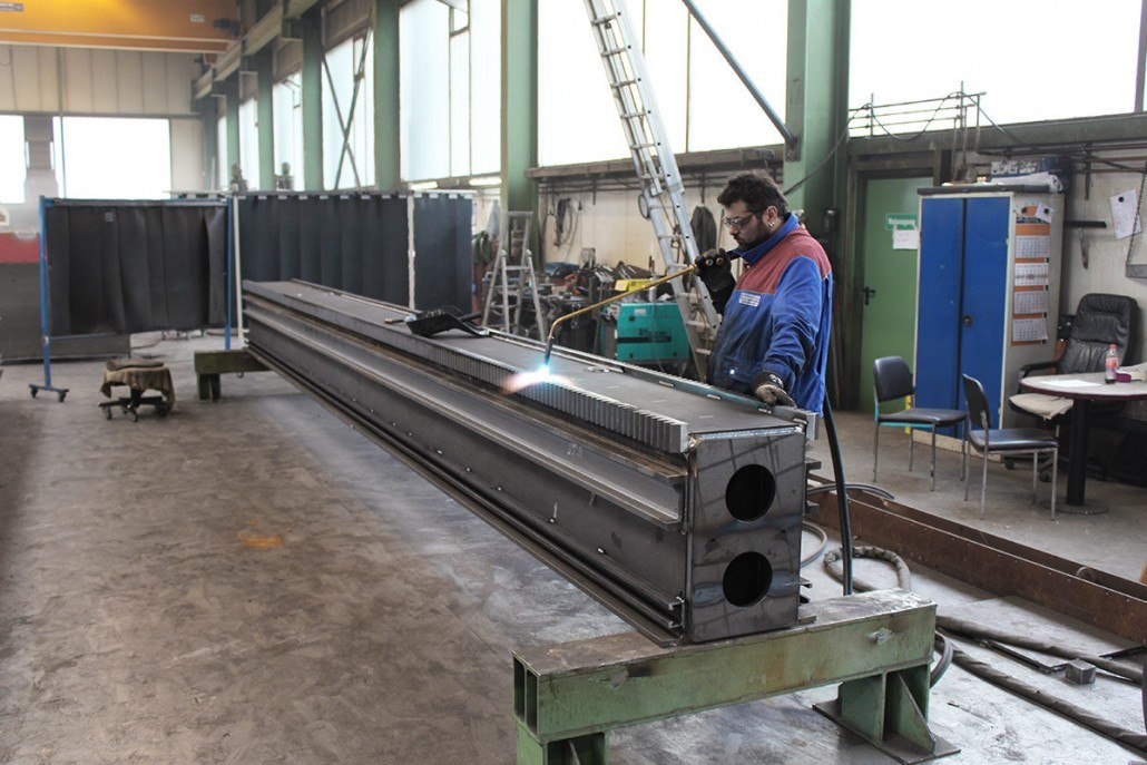 Welded construction for building machine