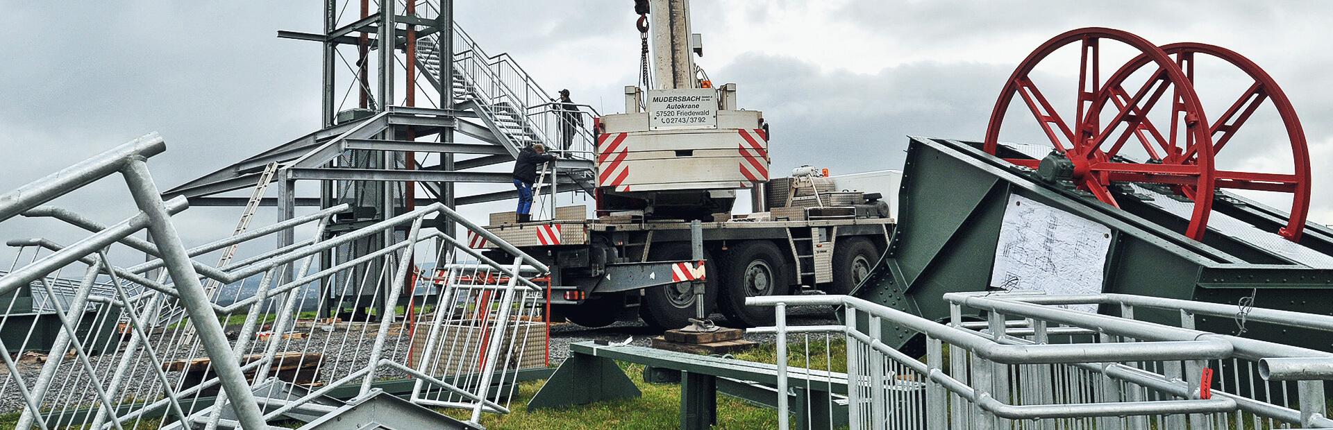 Stahlbau bei Mudersbach: Montage eines Aussichtsturms