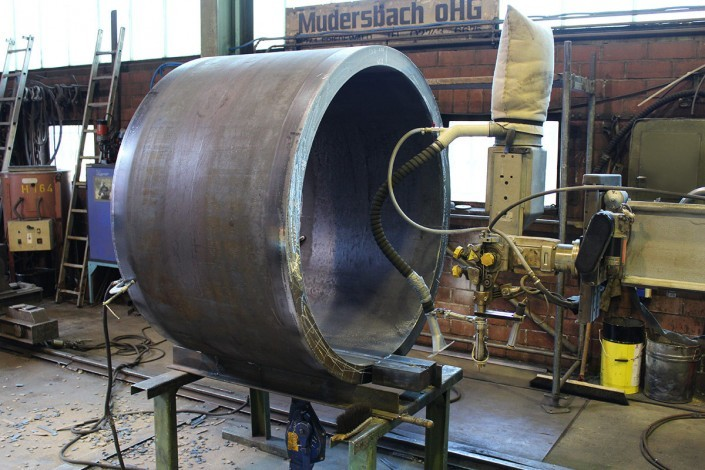 Submerged arc welding of a pipe section