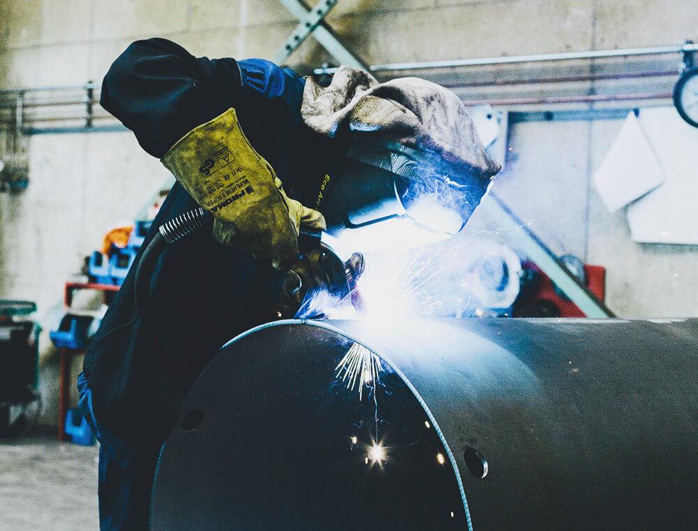 Welding work on a cylinder